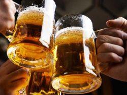 Có kinh nguyệt uống bia được không